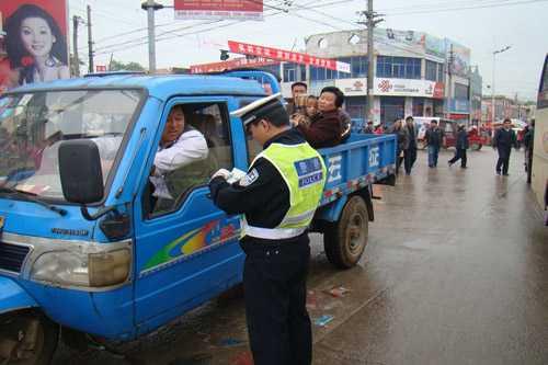 严查违法载人、无牌三轮汽车!阳谷3名驾驶员被行拘15天