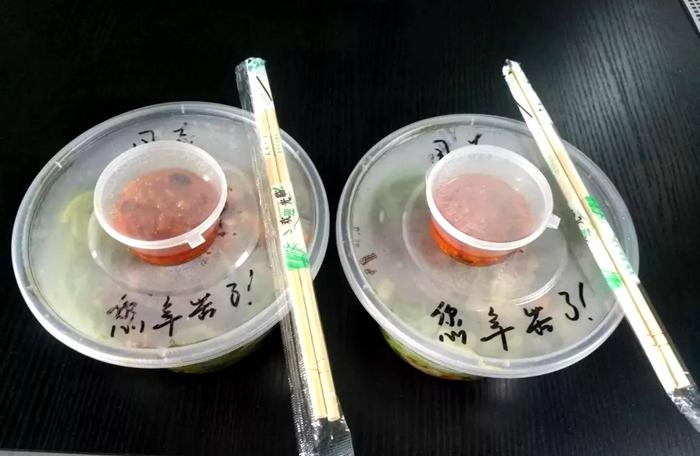 最温暖的一餐!炎炎夏日热心夫妇为莘县民警送来凉面