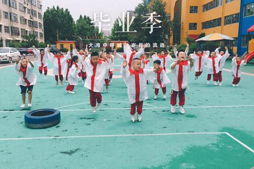 29秒丨萌化了!滨州一幼儿园萌娃拍创意毕业照