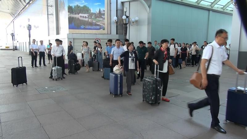 山东省出席共青团第十八次全国代表大会代表抵京