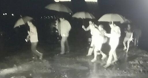 淄博:80岁老人暴雨被困家中 民警淌水徒步救出