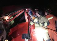 泰安肥城两货车凌晨追尾二人被困 消防紧急救援