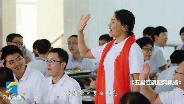 济南千名师生快闪合唱《我爱你中国》,这场面有没有感动到你
