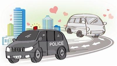 邹城:婴儿气管被卡住 交警开道紧急送医