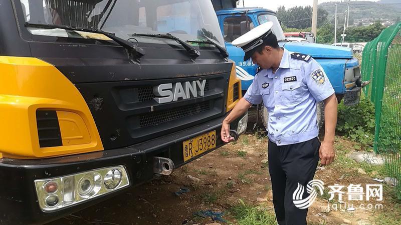 齐鲁网泰安7月2日讯 近日,一辆菏泽牌照的三一重工全液压汽车式起重