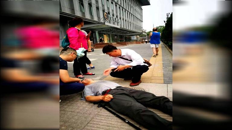 碰到老人摔倒,救不救?淄博小伙北京街头用行动答复:救!