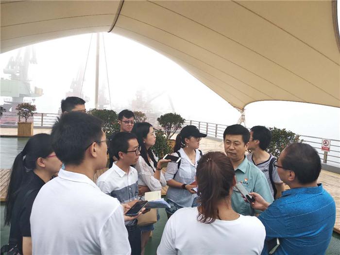 临沂市媒体团到日照港集中采访