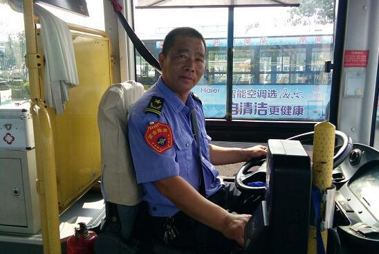 暖心!中学生错过末班车 临沂公交司机用私家车送其回家
