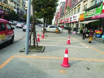 枣庄市中多处商家私圈停车位 侵占公共用地被依法拆除