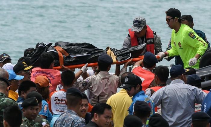 泰国普吉海域发生翻船事故 闪电新闻全球拍客现场直击