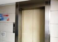 """潍坊金融街B座电梯故障频发 维保公司建议""""大修"""""""