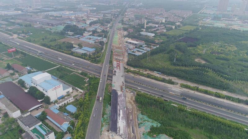 淄博世纪路跨线桥新桥建设加快推进,7月底竣工具备通车条件