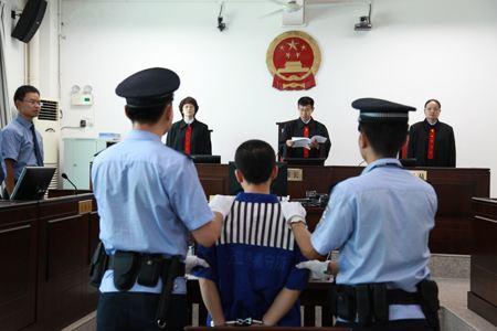 """""""90后""""情侣以裸聊方式诈骗淄博男子18万 被判处有期徒刑"""