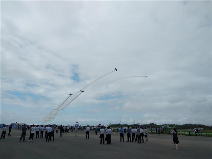 中国山东(日照)通用航空产业博览会在岚山开幕