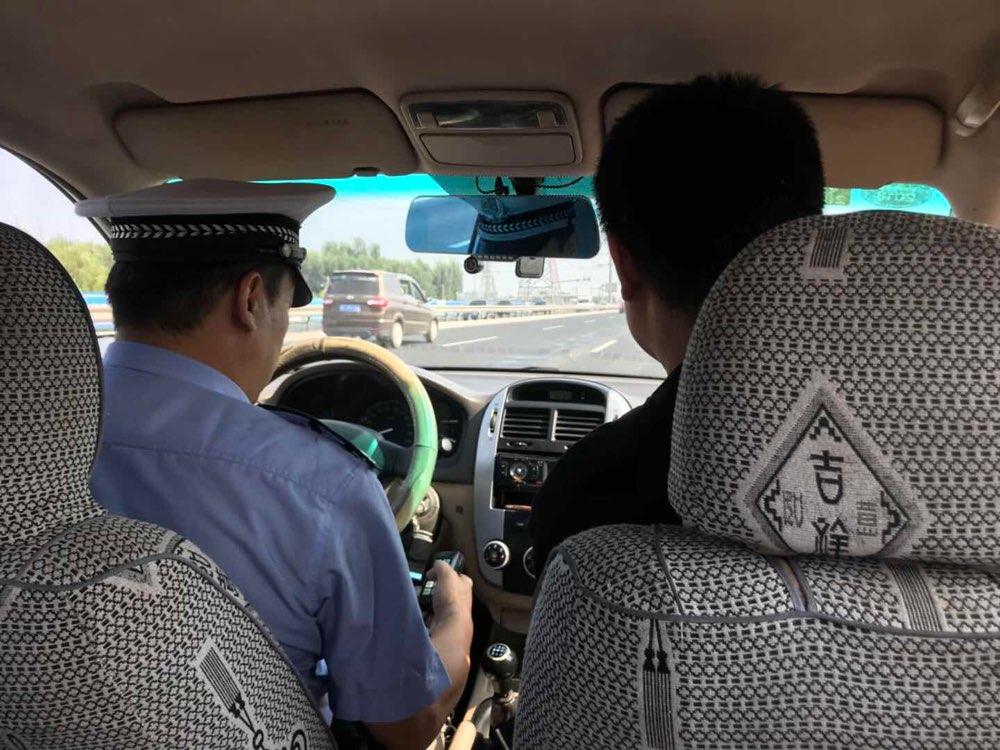 男子严重烫伤送医被堵路上 周村交警警车开道一路护送