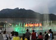 消夏健身好去处!夜幕下的泰山广场最热闹