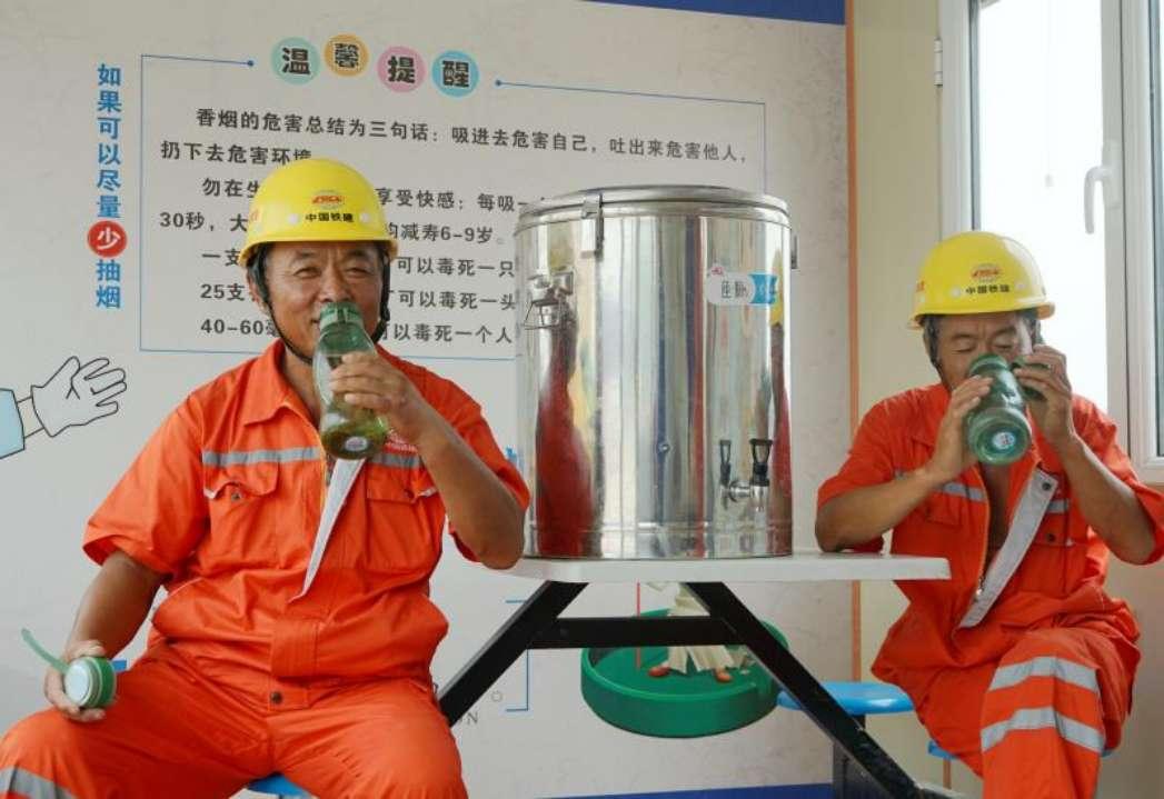 错峰施工!济南黄河隧道工人战酷暑