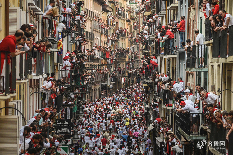 世界观丨7,635,116,418人!在世界人口日跨过山和大海看人山人海
