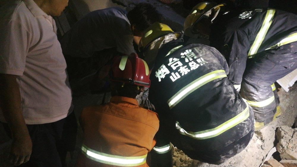 蓬莱消防紧急出动救出民房坍塌 三人