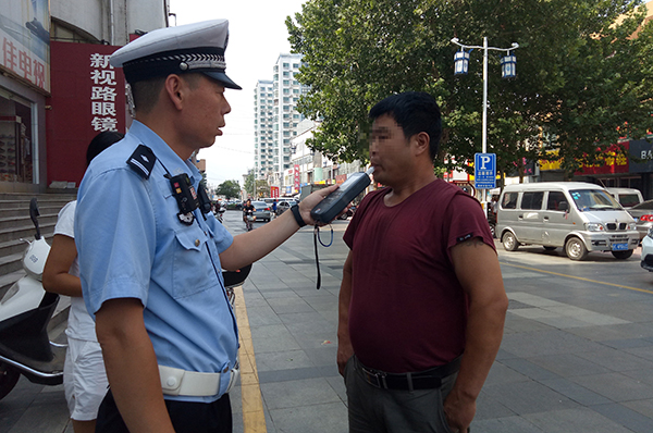 """淄博周村""""酒司机""""驾车上路被查,车上还载三个孩子"""
