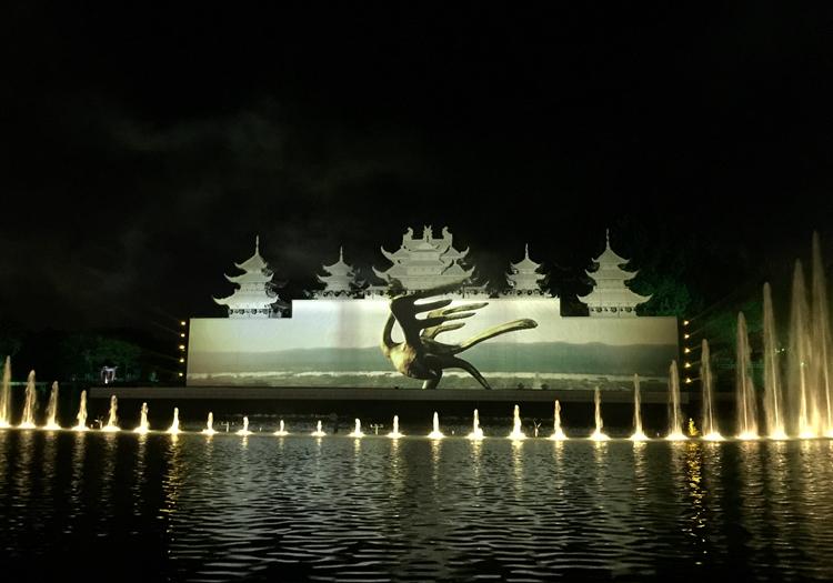 组图:淄博玉黛湖开启夜游模式 光影秀最吸睛