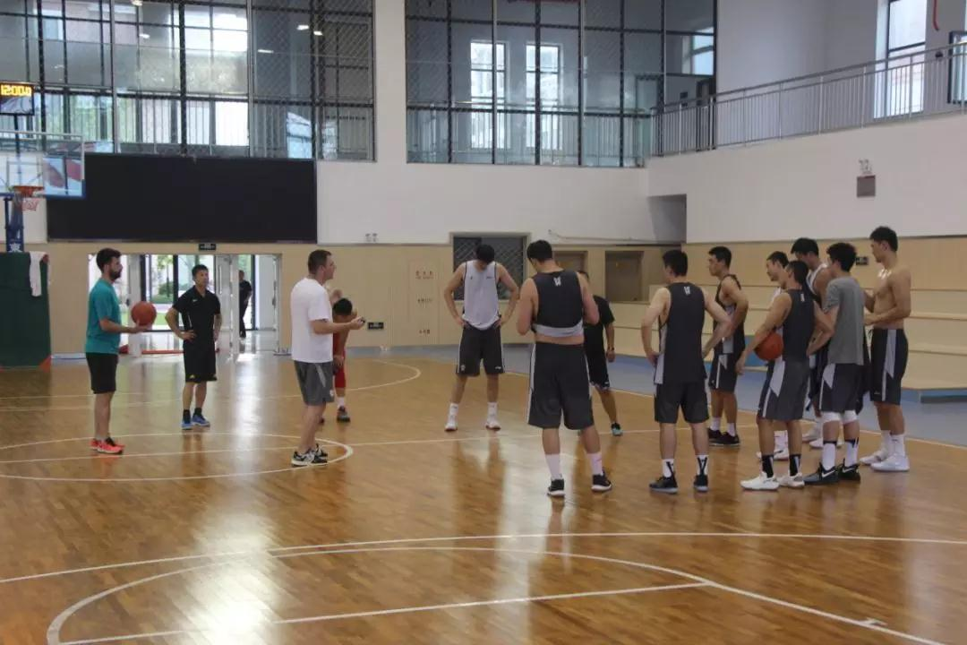 高速男篮十人烟台集训  拉练即将结束多将继续缺席
