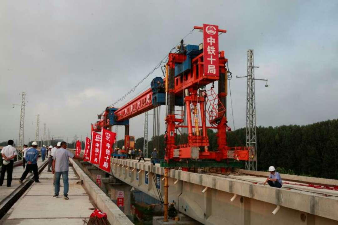 董家口港疏港铁路架梁全线贯通 年底与青连铁路相连并同步开通