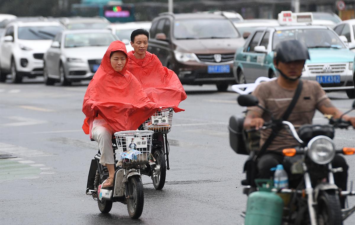 """台风""""安比""""来袭!济南乌云密布即将迎大雨"""
