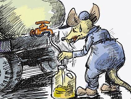 """8吨柴油!2吨汽油!淄博六旬老汉充当""""油耗子""""被拘"""