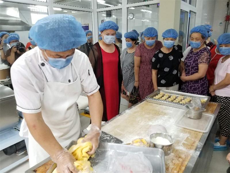 关注儿童食品安全 济宁百余名家长探访幼儿园后厨