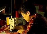 """齐鲁最美家庭丨这个60岁""""姐妹团""""为战士绣鞋垫 给部队送去10万双"""