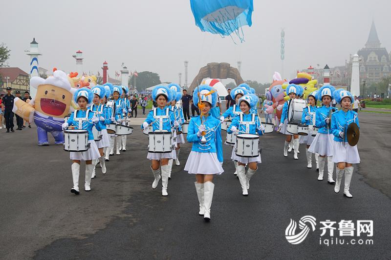 """28届青岛国际啤酒节的激情狂欢,推介新区""""啤酒之城,影视之都,音乐之岛"""