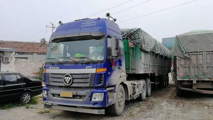 超载100%!两辆运砂石料超载货车被聊城交警查获