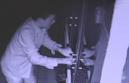 """淄博:""""糊涂""""毛贼凌晨偷进汉堡店 手机遗落现场露馅"""
