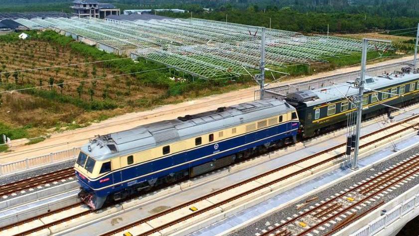 29秒丨济青高铁检测车来自济南铁路局,它的外形长这样!