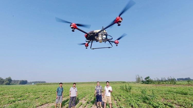 聊城无人机防治病虫害 现代农业再出新招