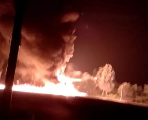 今晨,滨州220国道两油罐车相撞起火爆燃,两人不幸身亡