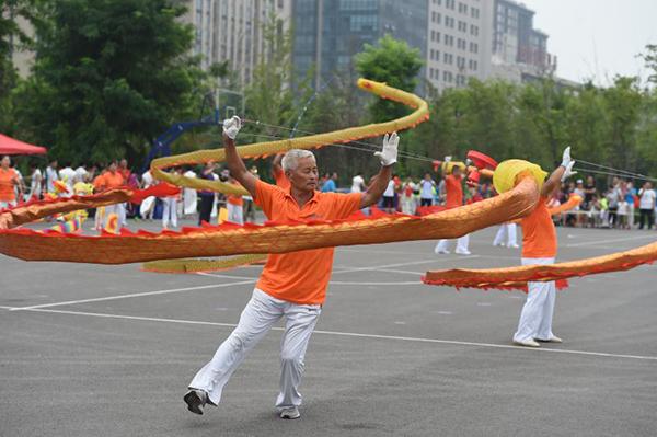 腰鼓敲起来!淄博房镇镇200余名老年人舞出健康活力
