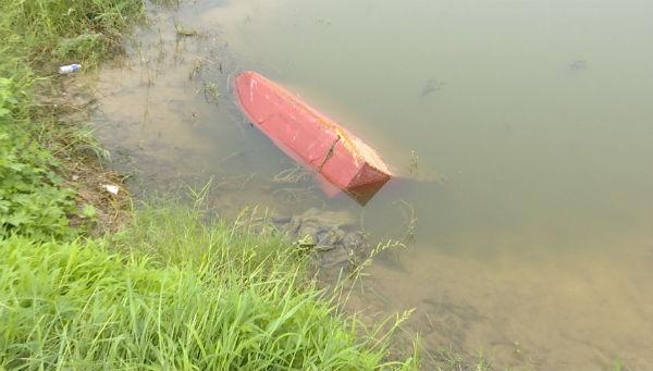 76秒|德州爷孙俩马颊河游玩意外落水 为救孩子老人沉入水底