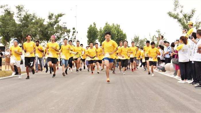 36秒丨阳光下奔跑!SDC赛队主题日马拉松激情开赛