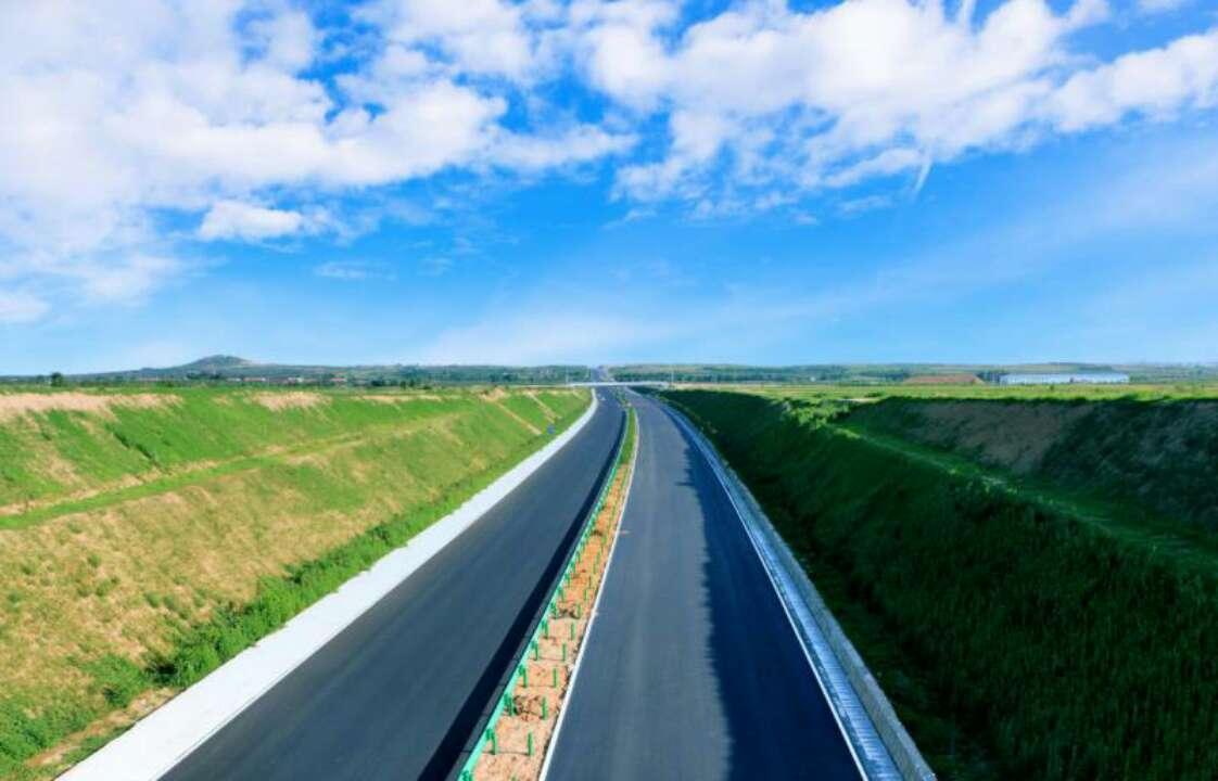 喜讯!龙青高速路面全线贯通 确保十月通车
