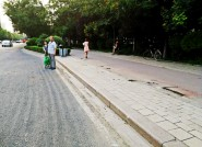 """市民叫苦""""等公交晒到晕""""潍坊这俩站点终于装上新车棚"""