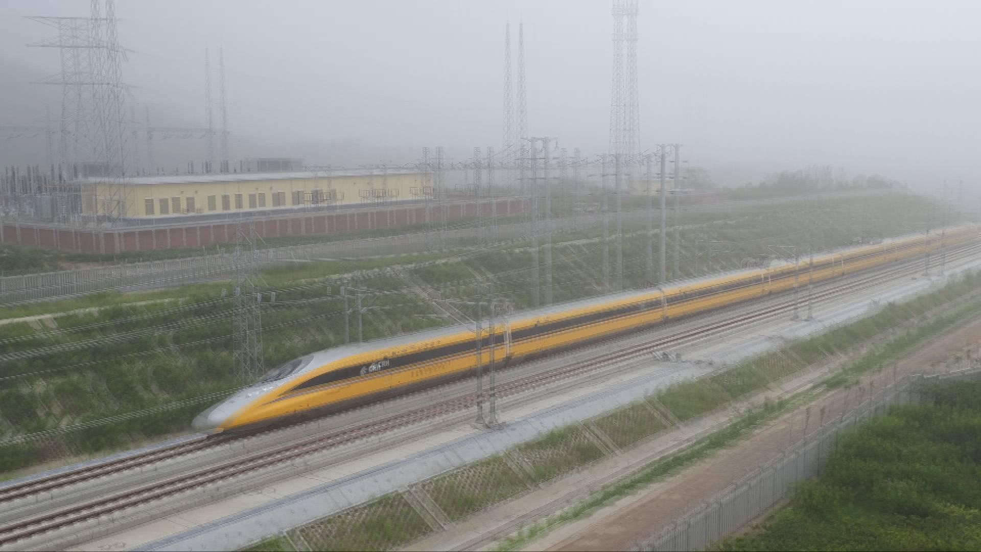 38秒|速度!济青高铁动检车上线 将冲击385公里时速