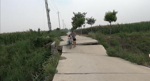阳信:村民走在塌陷的危桥上胆战心惊 修复计划已报待批复