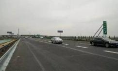 济青高速周村收费站匝道自15日凌晨4时临时封闭