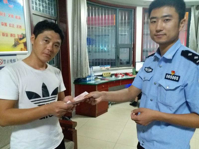 泰安:男子丢失钱包装有重要票证 万幸被民警捡到