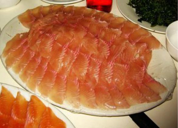 虹鳟鱼被划入三文鱼引热议 网友:国内三文鱼再见!