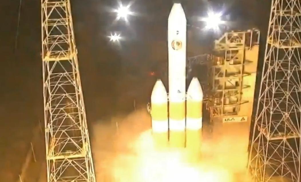 """83秒丨人类首个""""触日""""探测器升空 开启史上最""""热""""太空任务"""