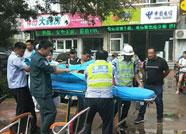 老人骑车不慎摔伤 滨城交警紧急处置送医