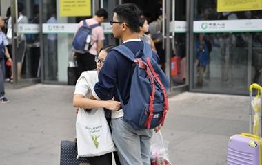 七夕的济南火车站 我们记录了甜蜜又心酸的异地恋故事